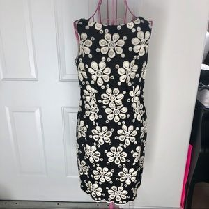 NWT! Muse black/white flowers embroidered dress. 6